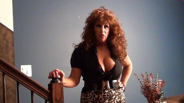Scopata la sua ragazza con tette piccole e film porno italiano da vedere creampie